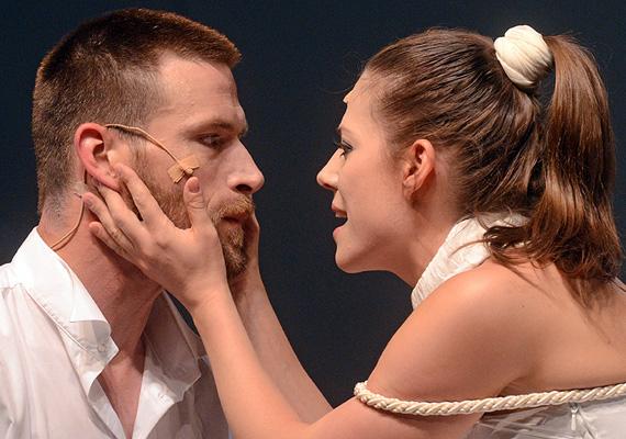 Szinetár Dóra is a színpadon találta meg a szerelmet, miközben még Bereczki Zoltán felesége volt. A mizantróp című darab próbái alatt szerettek egymásba Makranczi Zalánnal, akinek szintén volt felesége és egy kisfia.