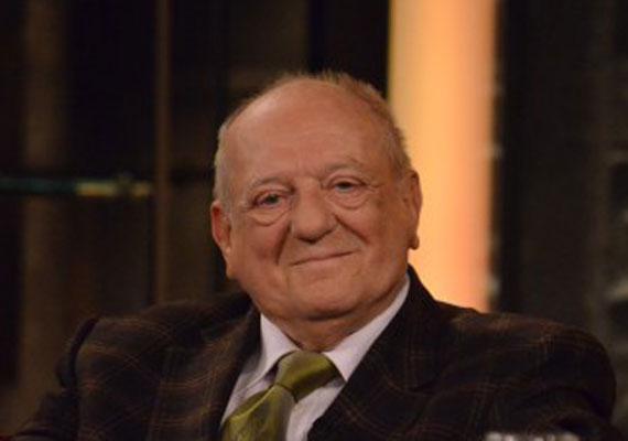 Klapka György, a 85 éves üzletember 2014-ben nősült ötödjére. Korábbi feleségeit - köztük Tárkányi Erzsébetet vagy Mary Zsuzsit - mind eltemette, ezért is félt hozzá menni jelenlegi kedvese, Kiss Mari, hiszen szerinte átok ül Klapka feleségein, akik különös körülmények között haltak meg.