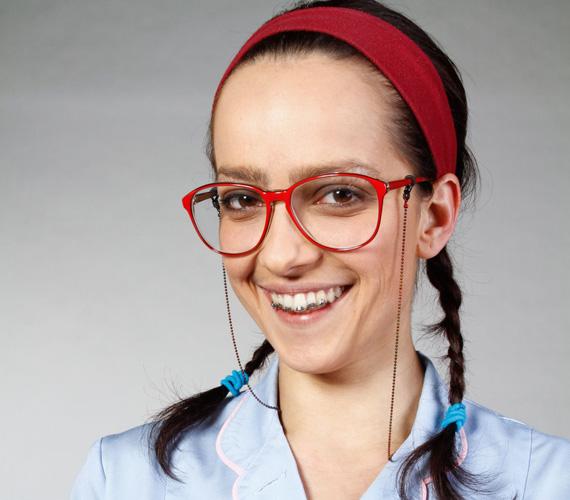 Eleinte ő volt a magyar Betty, a csúnya lány: fogszabályzós, szemüveges, bozontos szemöldökű szürke egérke.