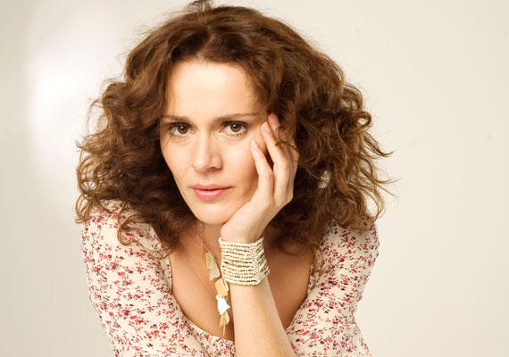 Kerekes Viktória az előbb felsorolt színésznőkkel egyetemben a 2009-es tömeges elbocsátás, karaktere, Ekler Laura pedig autóbaleset áldozatává vált.