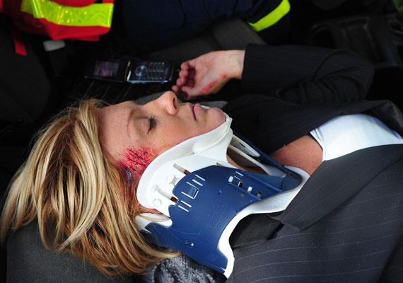 A Liptai Claudia által alakított Zámori Alexa ugyancsak súlyos autóbalesetet szenvedett, a forgatókönyv szerint azóta is kómában fekszik.