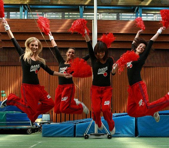 - Nagyon ügyesek voltak a lányok, Zsófinak ráadásul van táncos múltja, és Lola is rutinos - mesélte a koreográfusi feladatokat ellátó Kisó.