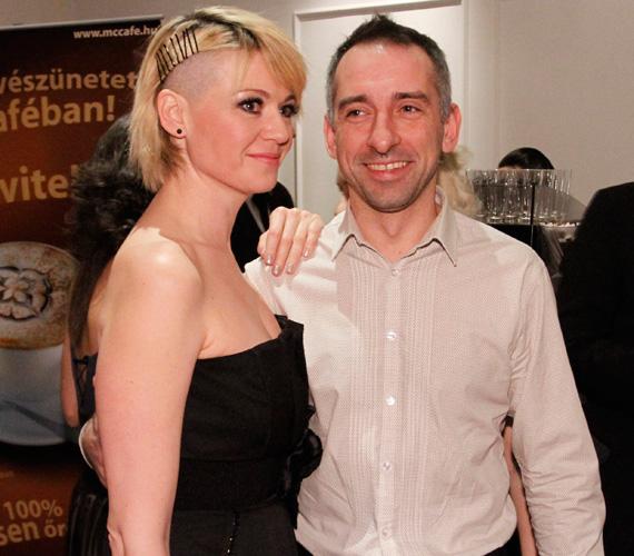 2011 februárjában a Story-gálán is meglehetősen vagány frizurával jelent meg párja, Reggel Ferenc oldalán.