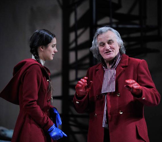 A Kecskeméti Katona József Színházban a 2011 decemberében bemutatott Átváltozások című darabban Trokán Nórával.