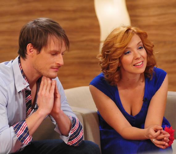 Vajon hova tévedt műsorvezetőtársa és színészkollégája, Fenyő Iván tekintete?