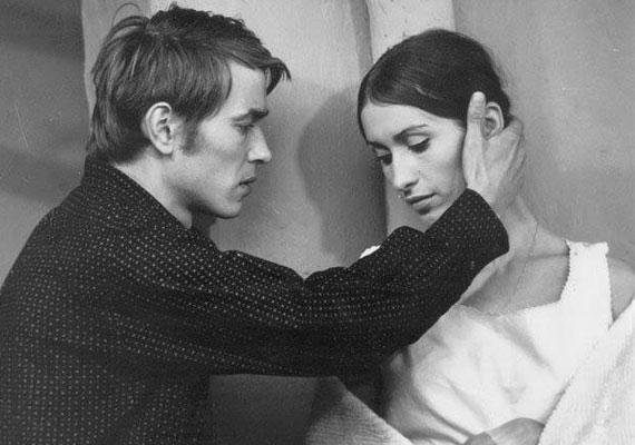 Kozák András a Színművészeti Főiskola utolsó évében, 1964-ben vette feleségül évfolyamtársát, Drahota Andreát, akivel elválaszthatatlanok voltak, együtt szerződtek színházakhoz, és többször játszottak együtt filmekben is. A színésznő két gyermekkel ajándékozta meg, Ágnessel és Dénessel.