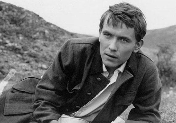Még főiskolásként több ismert filmbe, például a Sodrásba is hívták. Jancsó Miklós a 20 éves színészre bízta az Így jöttem főszerepét, de később is az egyik kedvenc színésze volt, tíz filmjében szerepelt. Láthattuk az 1965-ben, Cannes-ban Arany Pálmára jelölt Szegénylegények, valamint a neves rendező Csillagosok, katonák, Csend és kiáltás, Fényes szelek, illetve Szörnyek évadja című alkotásaiban.