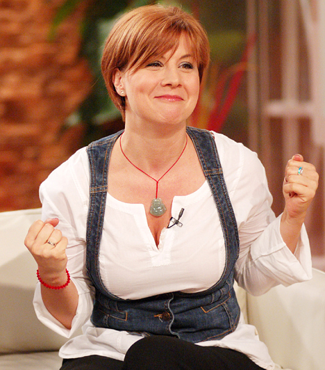 Ábel Anita - Szomszédok  Az 1987-ben indult Szomszédok nézői végigkövethették, ahogy Ábel Anita - karakterével, Julcsival együtt - 12 éves cserfes tiniből 24 éves ifjú hölggyé cseperedett.