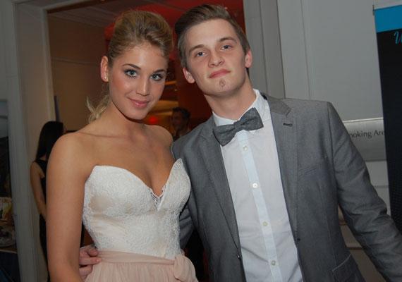 Nyári Dia, a Barátok közt színésznője és Tóth Marci, a 2013-as X-Faktor énekese a fiatal generáció egyik legbájosabb párja volt. 2014 év elején jöttek össze, és idén májusban, csaknem másfél év után szakítottak egymással.