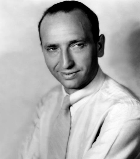 Kertész Mihály1926-ban Kertész Mihály az Amerikai Egyesült Államokba emigrált és Michael Curtiz-re angolosította nevét. Hosszú hollywoodi karrierje során több mint 100 filmet készített, köztük 1944-ben a Casablanca-ért a legjobb rendezőnek járó Oscar-díjat kapta.
