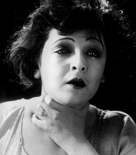Lya de PuttiPutty Lia vagyis Lya de Putti 1896. január 10-én született Vecsén. Az 1920-as években már egy tucat német produkcióban személyesítette meg a végzet asszonyát. 1926-ban Hollywoodba szerződött, ígéretes pályafutását törte derékba 1930-ben a tragikusan korai halálát okozó vérmérgezés.