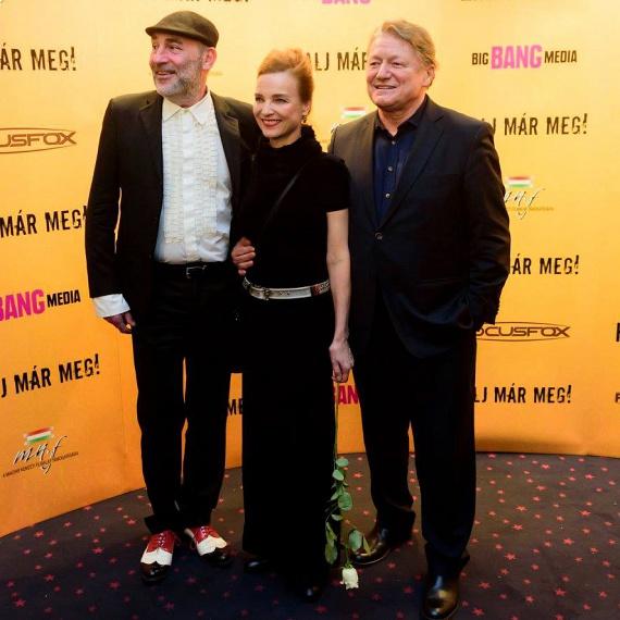 Kulka János, Kováts Adél és Hegedűs D. Géza mosolyogva álltak össze a fotósoknak.