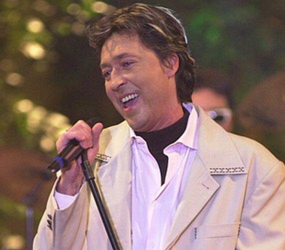 Flipper Öcsi 2008. november 25-én vesztette életét a kórházban. Alkoholmérgezéssel kezelték, többször volt az intenzíven. Halála előtt javulni látszott állapota, de végül belső vérzés lépett fel az énekesnél.