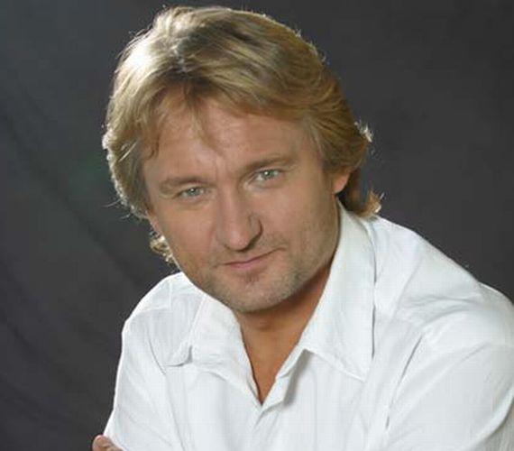 Kaszás Attila a Tizenkét dühös ember című darab kezdete előtt összeesett. Azonnal kórházba szállították, agyvérzést állapítottak meg nála. Életét a tehermentesítő koponyaműtét sem tudta már megmenteni, 2007. március 23-án elhunyt a színész.