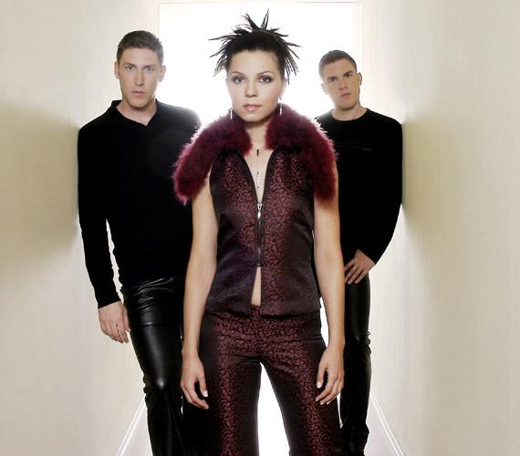 Kasza Gábor, Lajtai Kati és Kasza Tibor - az együttes ügyesen lovagolta meg az ír zenék divathullámát, a Két utazó és az Ezer hold nagy siker lett.