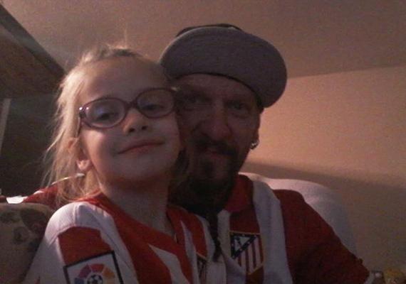 Ganxsta Zolee kislánya, Zoé 2007-ben született, és azóta kész kis hölggyé cseperedett. A kép tanúsága szerint a kislány is nagy rajongója az Atlético Madrid csapatának, akárcsak az édesapja.
