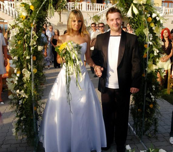Ada, eredeti nevén Pintér Adrienn, kollégájához, Timóhoz, azaz Bánszki Lászlóhoz ment férjhez 2005-ben, 23 évesen. A pár azóta már elvált, de ikreikről közösen gondoskodnak.