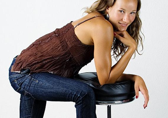 Reisinger Zsófia háromszoros magyar bajnok, 2014-ben pedig az év műugrója címet is megszerezte. A 26 éves lány egy nappal sem néz ki többnek 16-nál a fotóin, annyira természetes és bájos az arca.