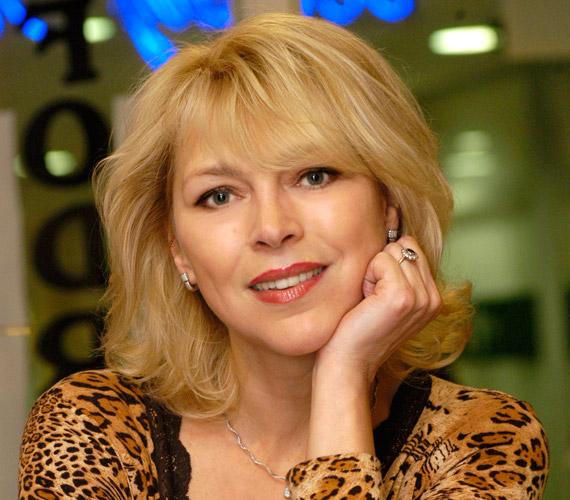Kétség sem fér hozzá, hogy kiváló színésznőnk, Nyertes Zsuzsa 53 évesen is gyönyörű.