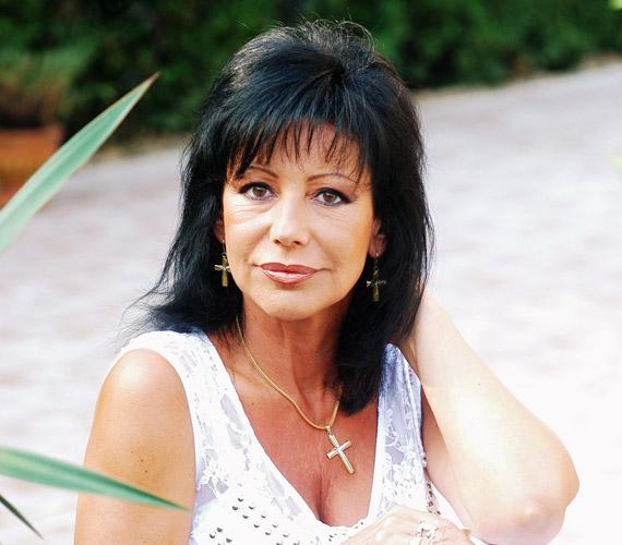 Szűcs Judith 58 éves, de ezt senki nem mondaná meg róla. Örökifjú énekesnőnkkel sok nő szívesen cserélne.