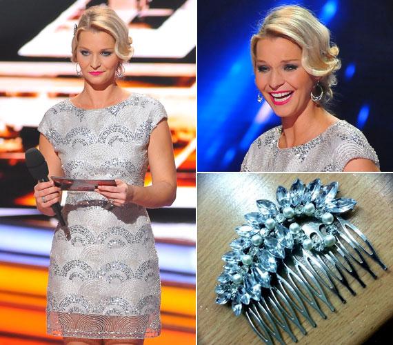 A Daalarna ruhához laza hullámokkal feltűzött kontyot viselt. A műsorvezető a Facebook-oldalán még azt is megmutatta, milyen csattal díszítették a frizuráját.