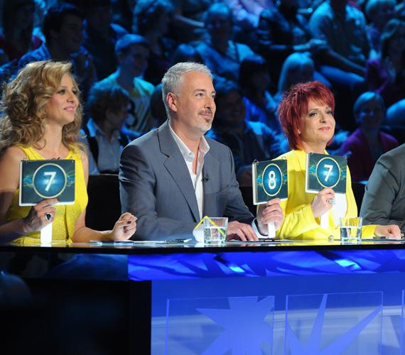 A műsor készítői Hernádi Juditot és Pokorny Liát is azonos színekbe öltöztették.