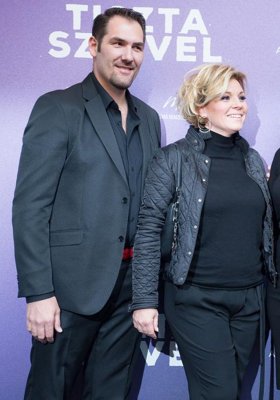 Liptai Claudia a premieren a pocakját sem rejtette el rafinált ruhában, mint ahogy azt A Nagy Duettben megszokhattuk.