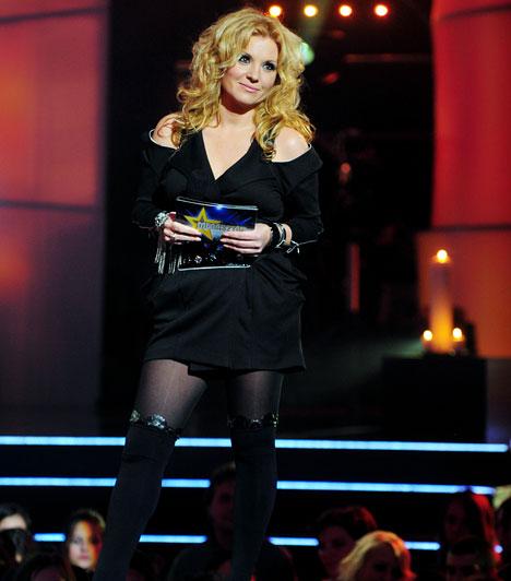 Dögös femme fatale  A TV2 népszerű tehetségkutató műsorában bevállalósabb ruhadarabokban is a színpadra lépett, aggodalomra pedig oka sem volt, hiszen ebben a fekete kosztümben is gyönyörűen nézett ki.  Kapcsolodó cikk: Nem túlzás ez? Egyre merészebb ruhákban lép színpadra Liptai Claudia »