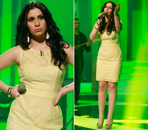 Radics Gigi halványsárga csipkeruhában mutatta meg nőies idomait az M1 Legenda című műsorának júniusi adásában, melyben a Megasztár 6 győztese Cserháti Zsuzsa-dalokat énekelt.