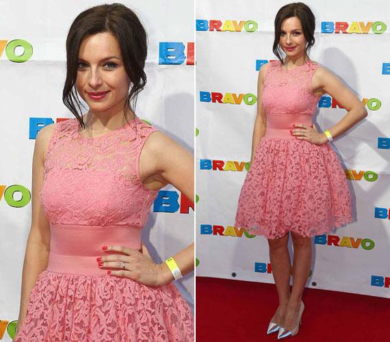 A 21. BRAVO OTTTO díjkiosztójára Zséda díjátadóként érkezett egy romantikus, rózsaszín csipkeruhában.