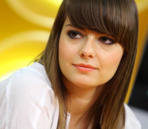 Lolát az RTL Klub Csak Csajok című műsorának április 24-i adásában még hosszú hajjal láthattuk.