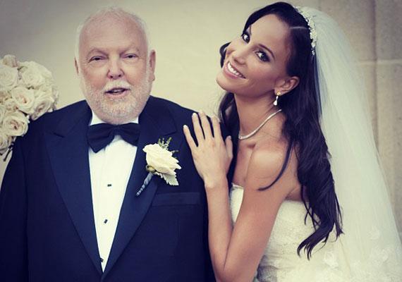 Az immár 71 éves Andy Vajna és Vajna Tímea - akkor még Palácsik Tímea néven - 2013 augusztusában mondták ki a boldogító igent. Sokak szerint a 38 év korkülönbség kizárja, hogy igaz szerelem legyen köztük, de ők tesznek mások véleményére.