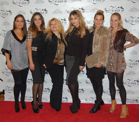 A Zoia-Europe sztárvendégei a sikeres bemutató végén egy csoportképre is összeálltak.