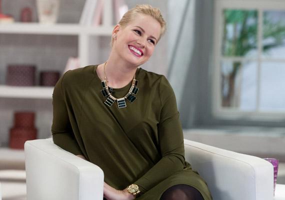 Mádai Vivien várandós, az M1 műsorvezetője már túl van a harmadik hónapon. Mellette a köztévénél több műsorvezető is babát vár. Nézd meg, kik ők!