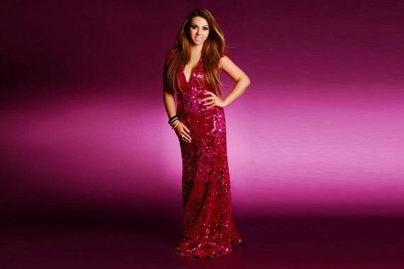 Ilyen alakkal akár modellkedhetne is az ifjú énekesnő. Pár hónapja szexi fotó készült róla, amelyen Léber Barbara gyönyörű estélyijét viselte.