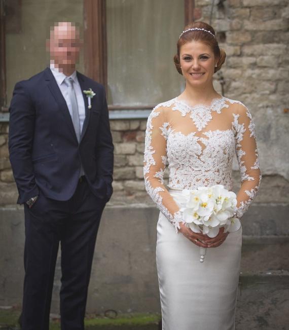 A Jóban Rosszban sorozat Mónika nővérkéjét alakító Sallai Nóra januárban mondta ki a boldogító igent szerelmének, aki két évvel korábban a zebrán szólította le a színésznőt.
