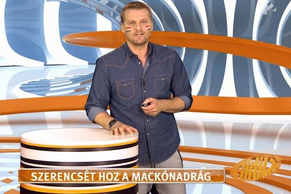 A TV2 munkatársai nagy számban csatlakoztak a kezdeményezéshez, Kadlecsek Krisztián az Aktívban viselt macinacit.