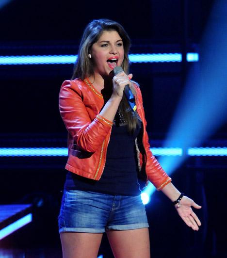 Veres MónikaAz énekesnő pajzsmirigybetegségben szenved, derült ki 2013 februárjában. Betegsége súlyos, minden nap gyógyszereket kell szednie, ahhoz, hogy kordában tartsa a problémát.