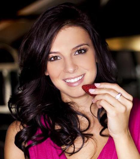 Sarka Kata                         Hajdúné a 2013-as szépségkirálynő-választás miatt került be a botrányos sztárok közé. Ők vették meg ugyanis a verseny jogait, és máris botrány kerekedett a versenyen. Kocsis Korinna nem volt hajlandó átvenni a Miss Intercontinental címet, mivel állítása szerint előre le volt osztva, kik nyerhetnek a versenyben.                         Kapcsolódó cikk:                         Megszólalt Hajdú és Sarka is: váratlan fordulatok A Szépségkirálynő TV2-s műsora alatt és után