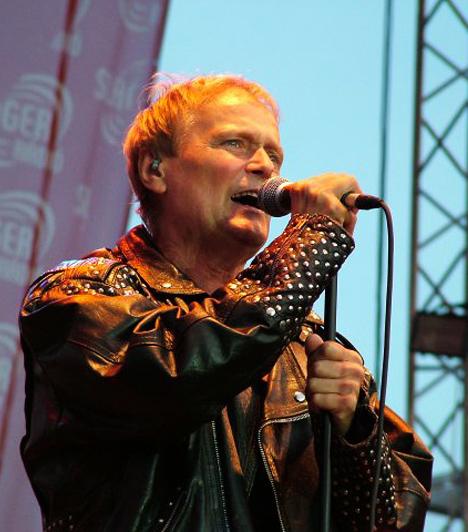 D. Nagy Lajos  D. Nagy Lajos három évvel a Bikini megalapítása után, 1985-ben csatlakozott a legendás rockbandához, és a vérfrissítés remek hatással volt a csapatra: az 1987-ben megjelent Mondd el című albumukat 300 ezren vásárolták meg! Bár 1992-ben elváltak útjaik, öt évvel később ismét összeálltak és azóta is zenélnek. Az énekes civilben hű férj és példás családapa, feleségével három gyermeket nevelnek.
