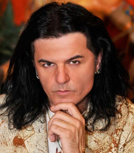 Kozsó  A Kocsor Zsolt néven született énekes, zeneszerző, producer az Ámokfutók elnevezésű zenekarával futott be 1994-ben, de a nevéhez köthető több sikeres banda, így a Picasso Branch, a Shygys vagy a Bestiák felfuttatása is.