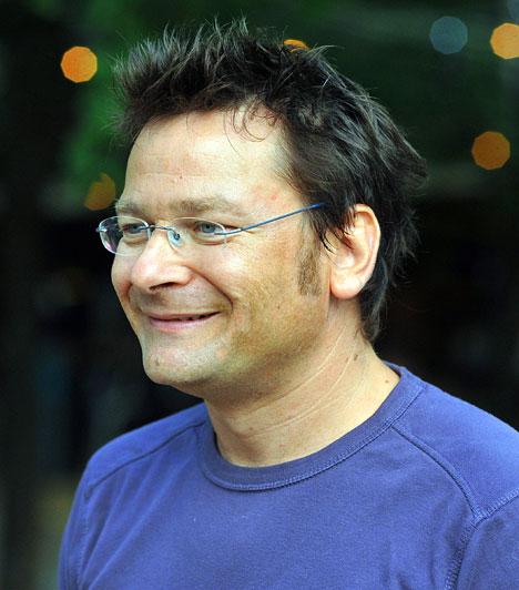Lovasi András  Népszerűségét az 1987-ben alapított Kispál és a Borznak köszönheti, amelynek énekeseként, basszusgitárosaként és dalszövegírójaként működött közre, 2005-től kezdve pedig a Kiscsillag zenekar énekes-gitárosa. Munkásságáért 2010-ben Kossuth-díjat kapott.