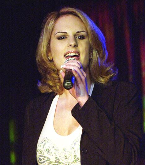 Kunovics KatinkaA szőke énekesnő, aki 2009-ben látványos fogyással és megszépüléssel lepte meg rajongóit - a Romantik énekesnőjeként kezdte karrierjét. Később jazz vonalon indult tovább, külföldön szólóba énekelt, és óceánjáró hajók közönségét szórakoztatta önálló estjeivel.