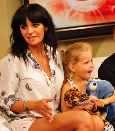Pintácsi VikiAz 1970-es születésű énekesnő napjainkban háromgyerekes édesanya: legnagyobb lánya, Anna Kata 1999-ben látta meg a napvilágot, Viktor 2001-ben, a legkisebb, Zolna pedig 2007-ben született.