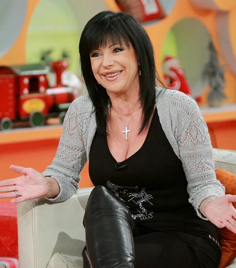 Szűcs JudithA magyar diszkókiráynőnek is becézett Szűcs Judith olyan slágerekkel alapozta meg hírnevét a hetvenes és nyolcvanas években, mint a Táncolj még! vagy a Gyere a diszkó klub elé. A népszerű sztár karrierje során 17 nagylemezt adott ki, a legutolsó, a Szerelmeim 2010-ben jelent meg.