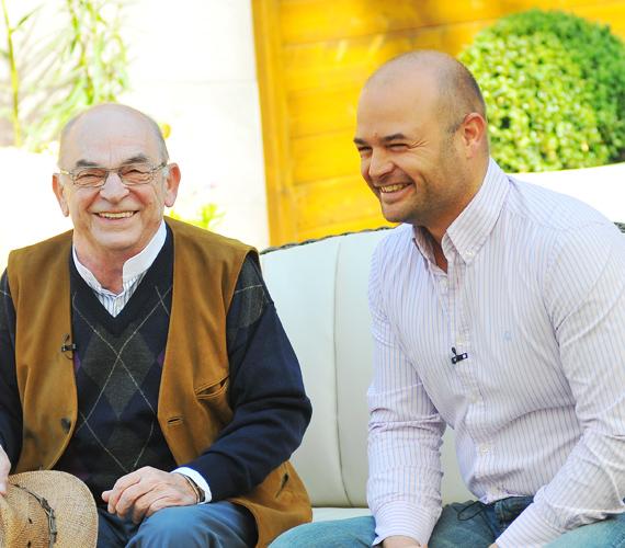 Az RTL Klub Reggelijében ritka vendéget köszönthettek: Bodrogi Gyulát és fiát, Ádámot, akikről kiderült, hogy nem csak a csibészes mosoly bennük a közös.
