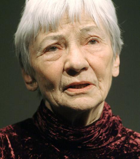 Csernus Mariann, színésznő  1928-as születésű színésznőnk több mint 60 éve aktív a pályán, tehetségét Kossuth-díjjal is megjutalmazták.  Kapcsolódó sztárlexikon: Ilyen volt, ilyen lett: Csernus Mariann »
