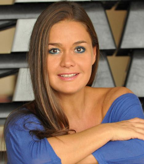 Geszler Dorottya, műsorvezetőnő                         1989-ben, 19 éves korában tűnt fel először, akkor lett ugyanis harmadik az az évi Miss Hungary szépségversenyen. Még ugyanabban az évben munkát ajánlottak neki a Magyar Televíziónál, melyre örömmel mondott igent. A tévénézők egy sor műsorban láthatták a kilencvenes években, a legnépszerűbb talán a Játék határok nélkül volt.