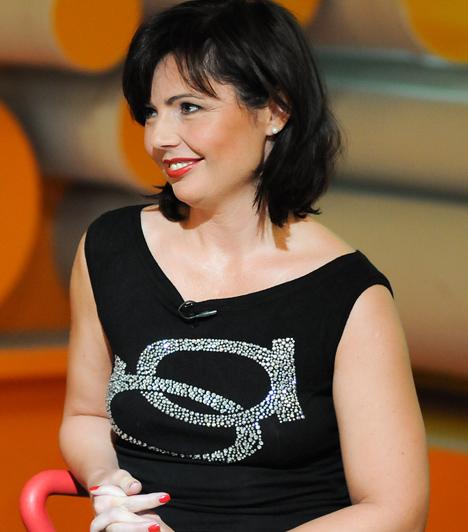 Fehér Anettka, műsorvezetőnő  Fehér Anett, választott művésznevén Anettka a Budapest TV pimasz, szókimondó és ledér öltözékű műsorvezetőjeként vált ismertté. Férje, Forgács Rezső 2008-as halála után a botrányhősnő visszavonult, és nem vágyik a reflektorfénybe.