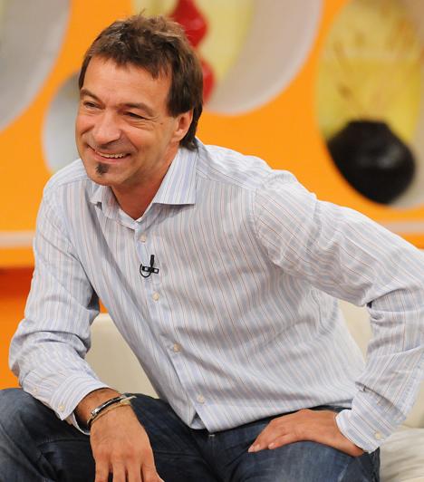 Hajas László, mesterfodrász  Az 1982-es párizsi világbajnokságon 120 versenyzőből 7. lett. Első budapesti üzletét 1983-ban nyitotta meg, alig egy évtizeddel később pedig letette a mestervizsgát. 2006-ban a fodrász szakma határainkon túl is elismert kreatív műveléséért, illetve oktatói tevékenységéért A Magyar Köztársasági Érdemrend lovagkeresztjét ítélték neki.